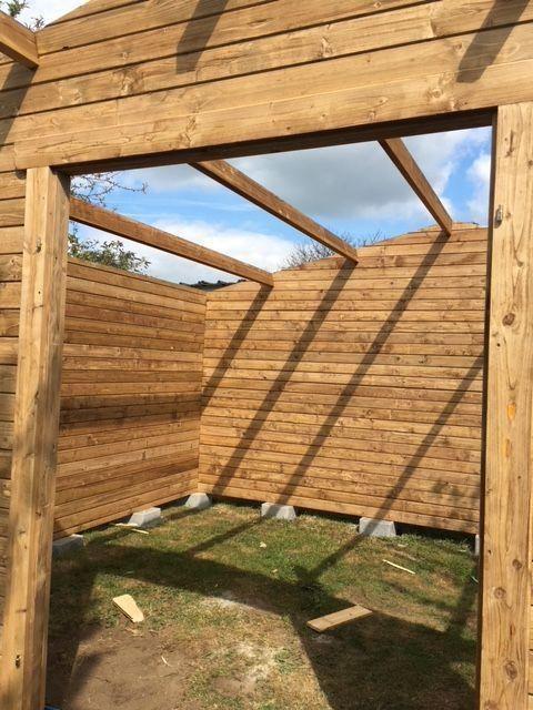 Abri De Jardin 16m Plus En Bois 40mm Traite Teinte Marron Gardy Shelter Avec Images Abri De Jardin Toiture En Bois Jardins