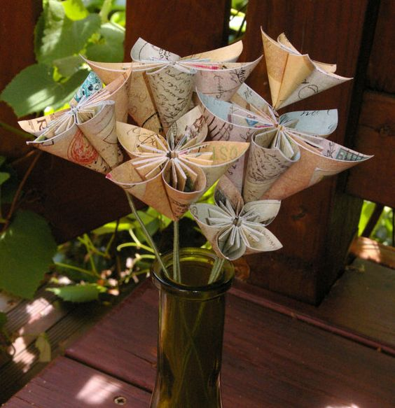 Paper flowers with stem by MyArteasure on Etsy
