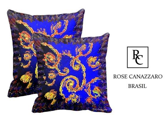 Duas Capas de Almofada da luxuosa Coleção Lápis- Lázuli, com reproduções da arte da artista plástica Rose Canazzaro, para enriquecer a decoração de vários ambientes. <br>Impressão frente e verso. <br>Dimensões: 48 x 48 cm <br>Tecido: Microfibra <br>Zíper embutido. <br>Lavar a mão. <br>Rose Canazzaro Arte & Desing - <br>A marca foi criada para levar a arte de Rose Canazzaro a todos através de objetos de decoração e acessórios, para atender um público exigente e sofisticado. Rose Canazzaro…