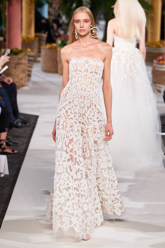 #2020wedding #2020weddingdresses #weddingtrend #weddingdresses #brides #bridalgown #modernwedding #oscardelarenta