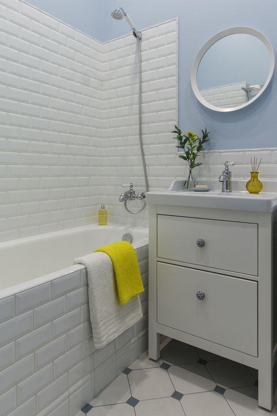 Ванная: краска, Manders, керамическая плитка, Vives Vodevil, Cevica Metro, ванна, Jacob Delafon, раковина с тумбой, ИКЕА, ручки, Zara Home.