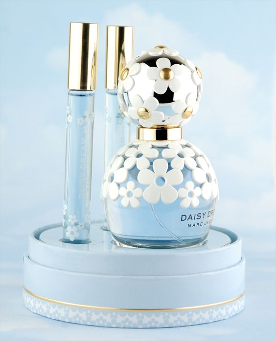 http://beautiliciousd.blogspot.com/2016/06/daisy-by-marc-jacobs.html