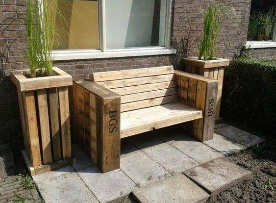 Mueble exterior con porta maceteros hechos con palets for Muebles con palets reciclados