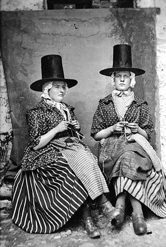 (via feitoamao) Welsh Women by Matthew Gidley