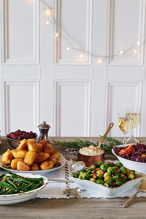 These 44 Table Decorations Make Your Christmas Feast Even Merrier In 2020 Christmas Tabletop Table Decorations Holiday Place Settings