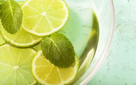 Z Naturą- proste i sprawdzone domowe sposoby na urodę: Woda z cytryną i miętą: