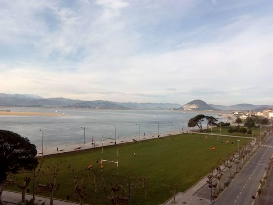24/02/16 Un bonito día amanece sobre nuestra bahía. ¡Santoña te espera!