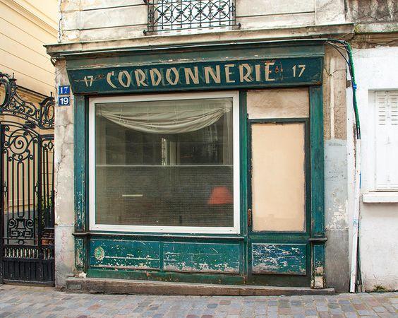 https://flic.kr/p/GAwaBC | Cordonnerie | Rue Capron, Paris 18e. Avril 2016.  Pixdar est également sur Tumblr, Pinterest, Instagram, Twitter et Facebook. Et désormais en version papier avec « Sur les traces d'un passé urbain », disponible sur bit.ly/1WpHjmQ.