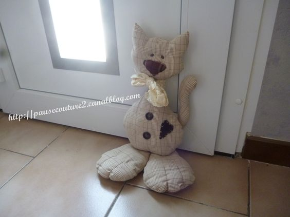 Cale porte chat cat doorstop sewing couture pinterest chats butoir de porte et coudre - Tuto chat en tissu ...