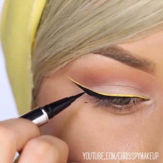 Perfect by @chrisspy ✨  #remakeup #makeupvideo #inspiração #chrisspy #MUA #yellow #eyeliner