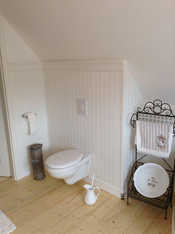 Traumbad In Weiss Whiteliving Countryhome Countrybath Rustichome Rusticbath Shabby Vintagebathroom Bat Badezimmer Landhaus Holzpaneele Wandgestalltung