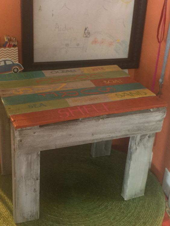 Small table or seat made out of pallet