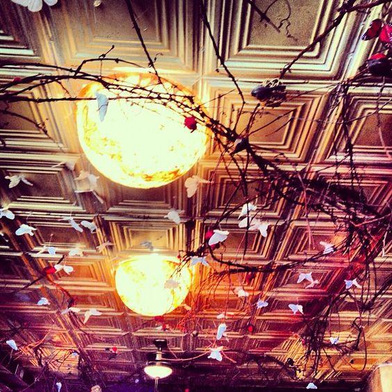 Chez Oskar ceiling