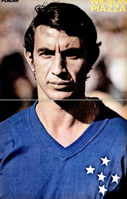 """Piazza """"Naquela noite de 1966 no Mineirão, Pelé, marcado individualmente por Piazza, não viu a cor da bola. Cruzeiro 6 x 2 Santos."""""""