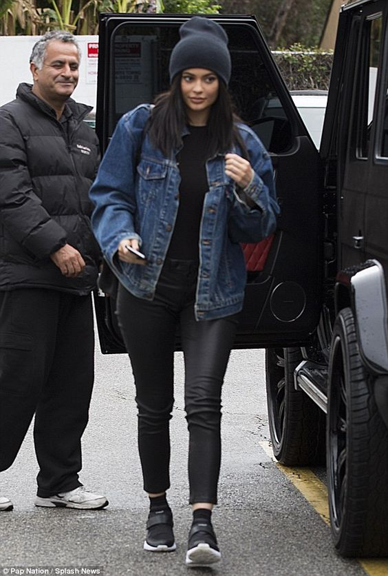 Awkward attention! The reality star turned heads as she pulled her car up to the valet at Kabuki Japanese restaurant