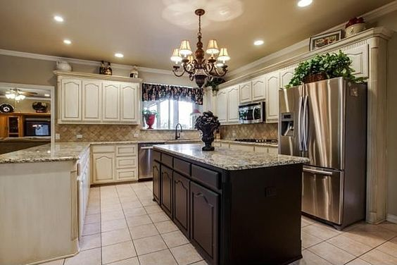Kitchen Staged by Home Staging Services of North Tx Vickie Harvey