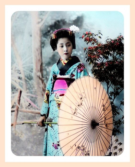 MAIKO WITH PARASOL