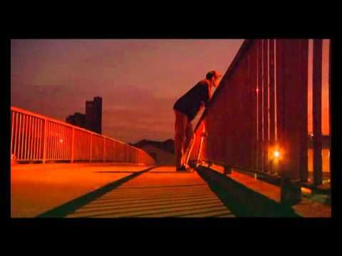 HERMOSO. De mi top 5 de videos/temas favoritos: Dub Pistols - Back to Daylight (feat. Ashley Slater)