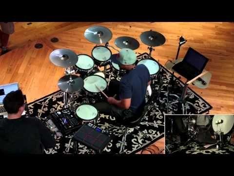 Tony Royster Jr. Drum Solo - Drumeo Edge (Solo #2 of 4) - Quando ele quer faz grooves bons, pena que frita muito.