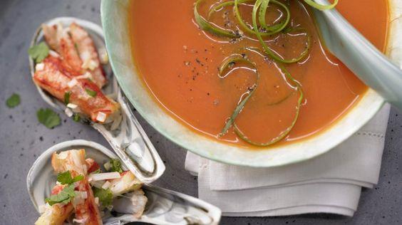 Zitronengras, Koriander und Chili lassen Sie nicht mehr los: Thailändische Melonensuppe mit Krebsfleisch und Koriander | http://eatsmarter.de/rezepte/thailaendische-melonensuppe