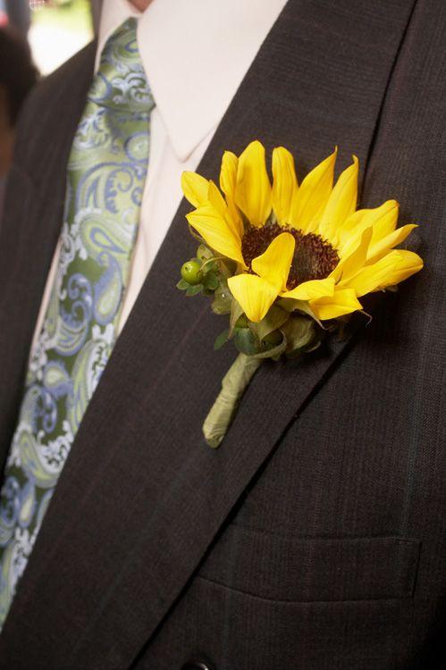 Sunflower Boutonniere – Boutonniere | Wedding Boutonniere | Groom Boutonniere | Groomsmen Boutonnieres | Buy Boutonniere at BunchesDirect