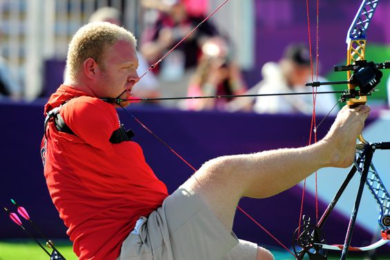 Matt Stutzmann of Team USA shoots with his feet... And won silver in his competition! London 2012