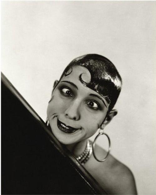 Josephine Baker by George Hoyningen-Huene, 1934. ☀: