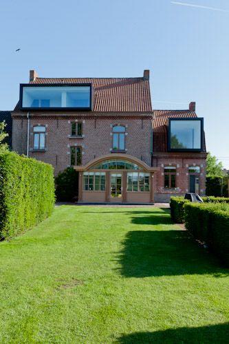 Renoviertes Landhaus wiese terrasse pool ziegel fassade
