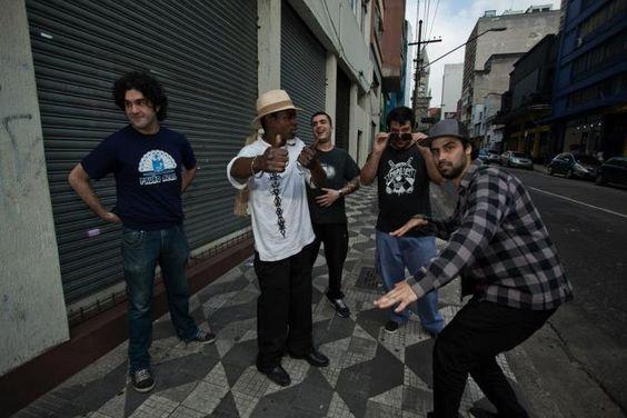 """O quarteto paulistano Elma, sobe ao palco do Centro Cultural São Paulo (CCSP) no dia 15 de setembro, às 21h, para apresentar repertório do disco recém lançado """"Elma LP"""". A entrada é Catraca Livre."""