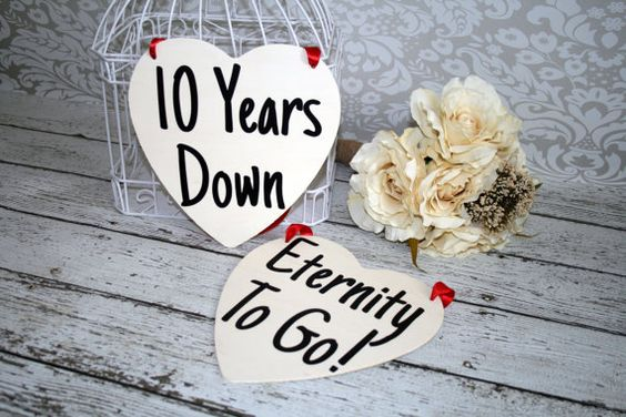 10 Wedding Anniversary Gift Ideas: Set Anniversary Signs Photography Props Rustic Wood