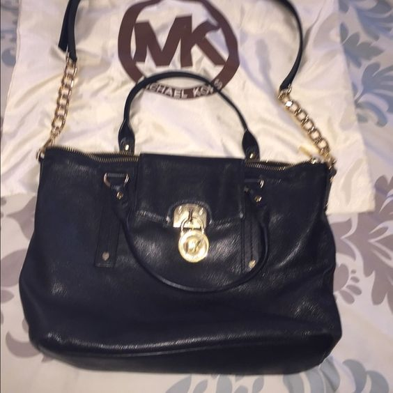 Beautiful Michael Kors bag Authentic ❤️❤️ Black sturdy leather bag! Has removable shoulder strap❤️gently used! Smoke and pet free home. Michael Kors Bags Satchels