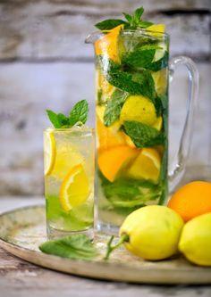 Karaf water met limoen, citroen, munt en ijsblokjes. #Zomer #AllesVoor