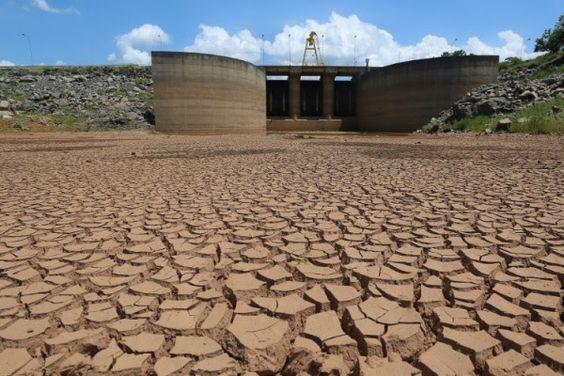 É horar de iniciar estoque de água potável em SP?