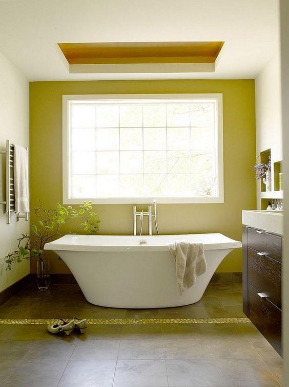 salle de bains contemporaine blanche et vert pistache