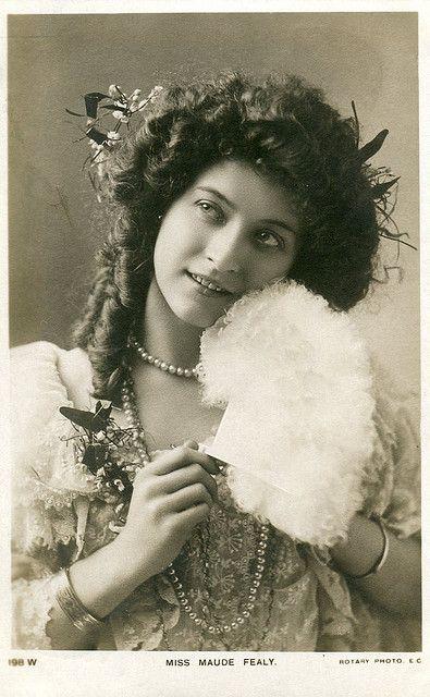 Woman, female, beauty, vintage, history, hair, fashion, beautiful, photograph, photo, sapira