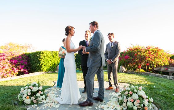 Have you ever noticed how so many weddings seem the same? Learn how topersonalize your wedding ceremony.