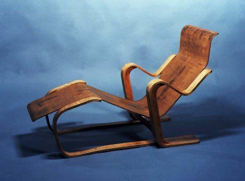 Chaise longue réalisée par Marcel Breuer pour la firme Isokon, bois lamellé-collé avec assise et dossier en contreplaqué moulé. 1935-1936. Collection particulière.