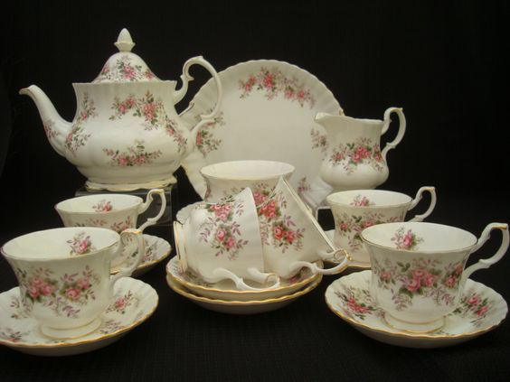 A stunning tea service from Royal Albert Lavender Rose.