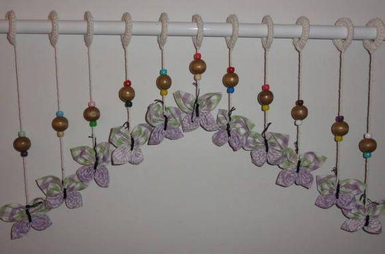 Cortina de borboletas de tecido com 11 tiras. Cada tira extra R$ 6,00 R$ 65,00