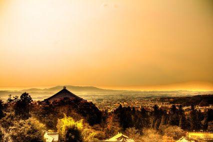 奈良二月堂から生駒を望む