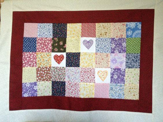 Porta travesseiro patchwork com apliqué
