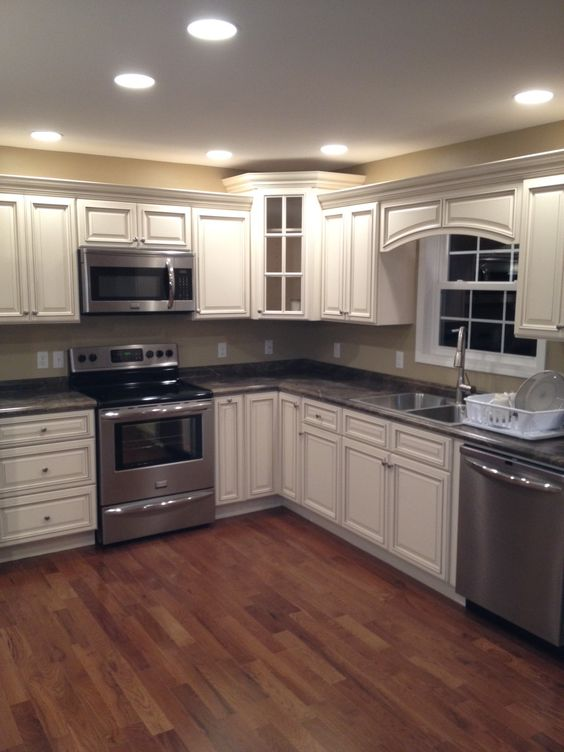 Signature Pearl cabinets with Slate Sequoia countertops. Leslie ...