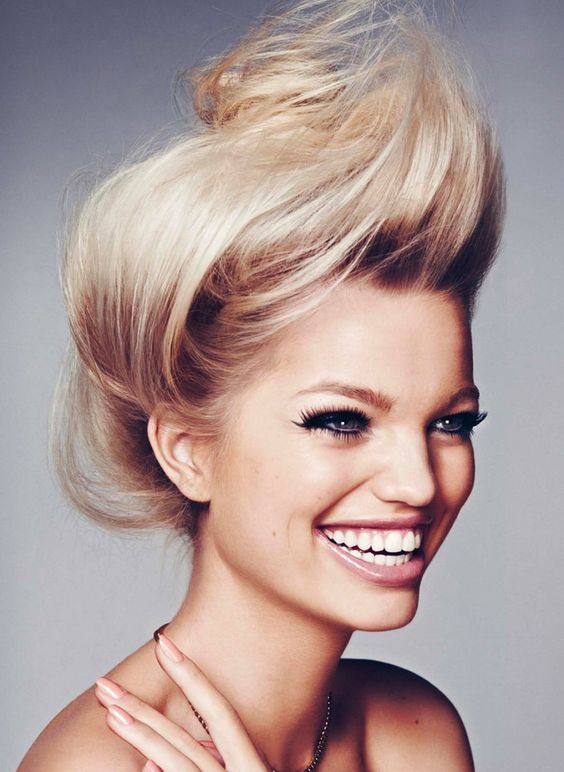 I would like these teeth, please. Daphne Groeneveld photographed by Txema Yeste