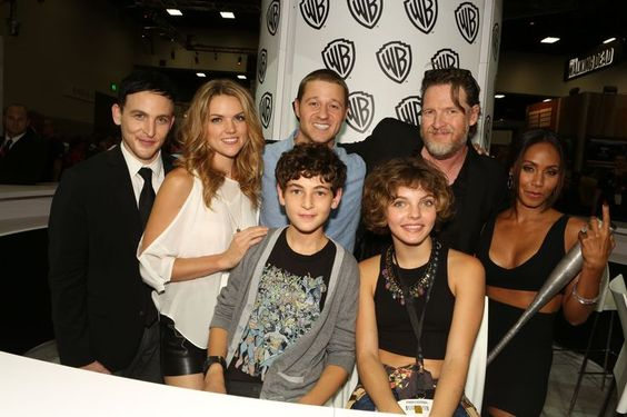 The GOTHAM gang at the Warner Bros. booth at Comic-Con 2014. Clockwise from left: Robin Lord Taylor, Erin Richards, Ben McKenzie, Donal Logue, Jada Pinkett Smith, Camren Bicondova and David Mazouz. #WBSDCC
