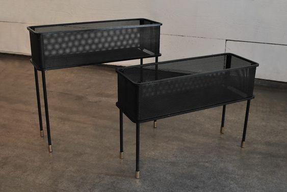 Deux jardinières de Mathieu Mategot en métal perforé laqué noir. France, c. 1950 H: 42.5/32.5 cm, L: 46.5 cm, P: 16 cm Prix sur demande
