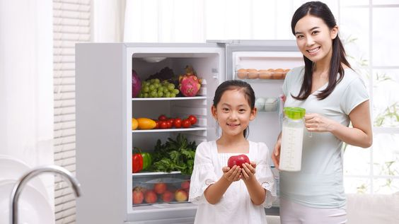 How To Use Your Refrigerator To Eat Healthier. We tell you how to use your refrigerator in smart ways to live healthier, even save some money, and do your bit for the planet. #wellness #family