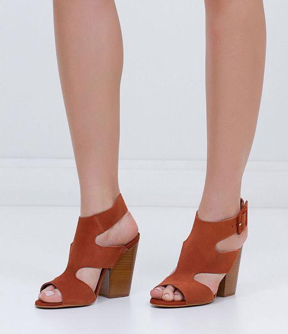 Sandália feminina  Material: couro  Marca: Satinato     COLEÇÃO INVERNO 2016     Veja outras opções de    sandálias femininas.