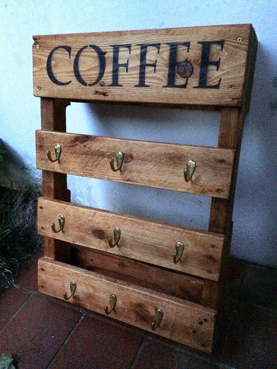 Pallet Coffee Mug / Cup Rack or holder - 20 Inexpensive Pallet Projects You Can Do | 99 Pallets: