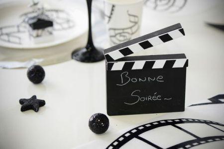 Marque table sur le thème musique. Parfait pour aller avec votre #décoration noir & blanc ou sur le thème musique.