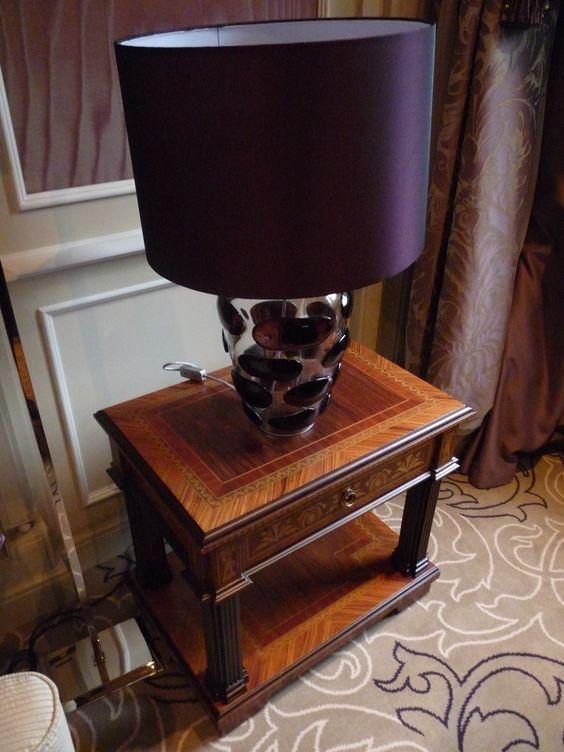 Lampe en verre soufflet, détail d'une des suites du Principe di savoia à Milan. Palace - marqueterie - Luxe.